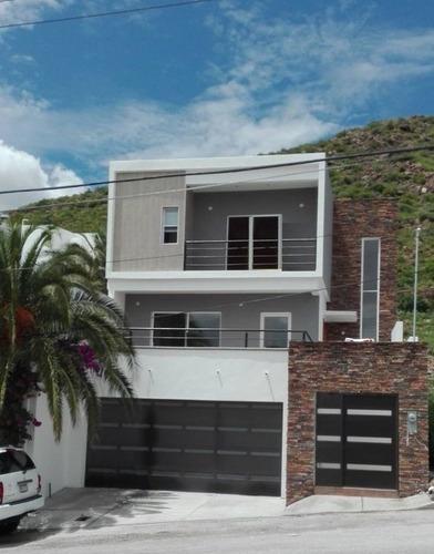 Casa Amplia Y Nueva Con Bonita Vista, Fraccionamiento Privado.