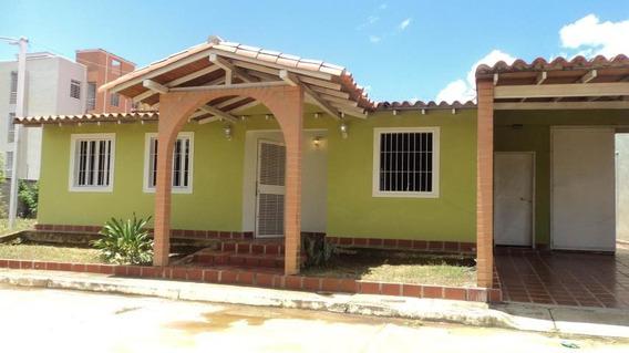 Casa En Venta En Cabudare 19-16078 Rb