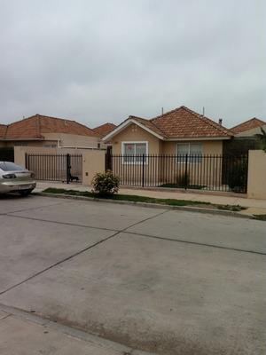 Casa De 3 Dormitorios Y 2 Baños En Serena