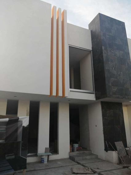 Casa En Residencial Platinum, 3 Recámaras Con Baño Cada Una!