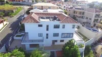 Villa De Tres Niveles En Urbanización Colinas Del Oeste