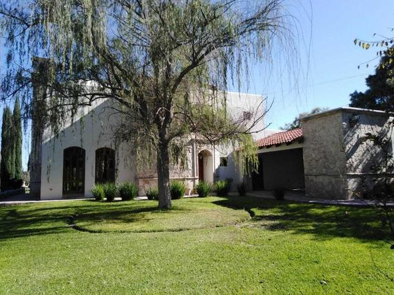 Se Renta Casa Estilo Mexicano Con Mucho Jardín, Junto Fracc. Capellania