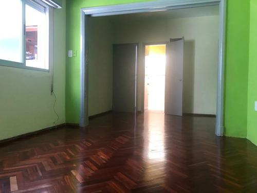 Apartamento Dos Dormitorios. Alquiler. Centro. Gc Gratis 3m