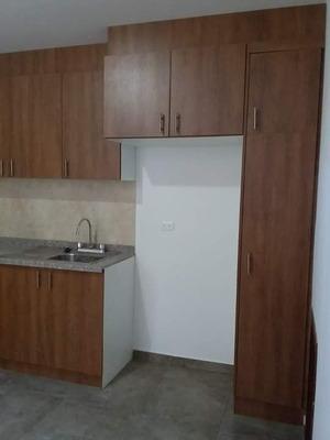 Casa Ubicada En El Sector Multiplaza Dos Pisos, Dos Garages