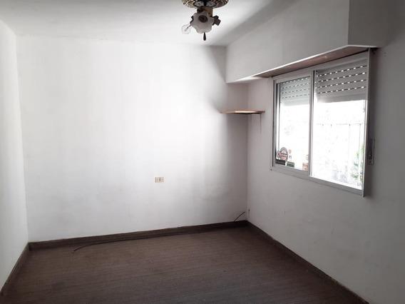 Departamento Venta 2 Dormitorios Y 51 Mts 2 -cochera Descubierta-sin Expensas- Tolosa
