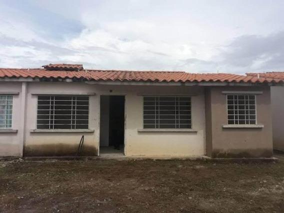 Casa En Venta Araure Llano Lindo 19-661 Dh