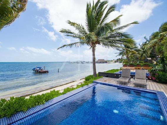 Casa En Venta Frente Al Mar En Cancún.