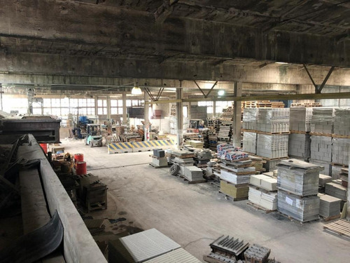 Local Galpon Industria Y Deposito Sayago Frente A SodiMac Bulevar Batlle Y Ordoñez A Tres Calles