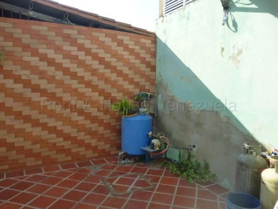 Casa En Venta Cabudare 20-8251 Rwh 04145450819