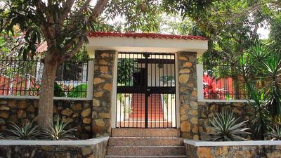 Villa Con Arboles Frutales