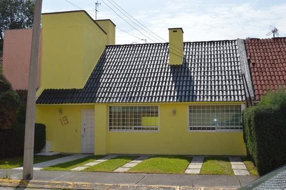 Casa En Toluca Aeropuerto, 3 Recamaras, 2 1/2 Baños,en Priv