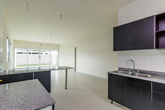 Bella Casa Con Finos Acabados En Panamá Oeste
