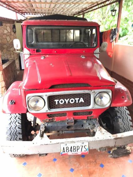 Toyota Land Cruiser De Batea Con Asientos Barandas Y Lona