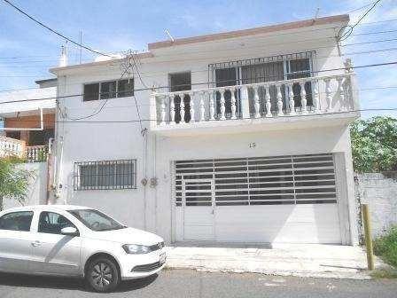 Casa Amplia En Venta, En Col. Del Maestro, Veracruz