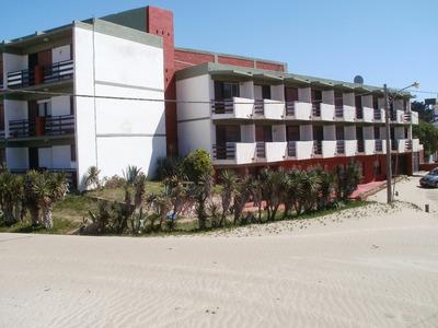 En Villa Gesell Hermoso Departamento Frente Al Mar
