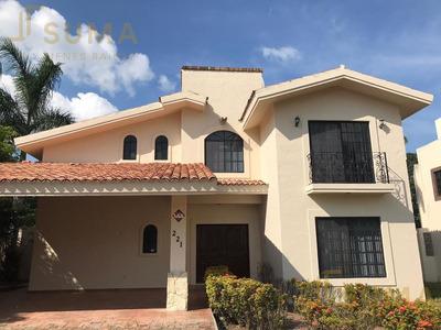 Casa - Fraccionamiento Residencial Lagunas De Miralta