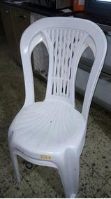 Mesa De Pvc Com 4 Cadeiras 100,00