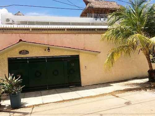 Casa En Fracc. Costa Azul Calle Antonio G. Maqueo