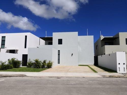 Exclusiva Residencia Con Alberca. Lista Para Estrenar!! En Dzitya