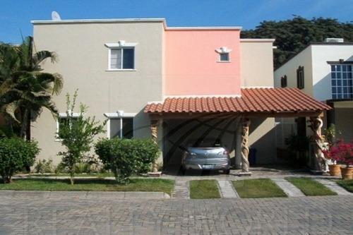 Casas En Venta En Country Club, Manzanillo