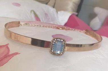 Coleira Choker Fina Com Cristal Azul Claro Folheado Em Ouro