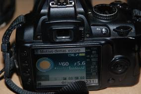 Câmera Nikon D 3.000 Completa + Flash
