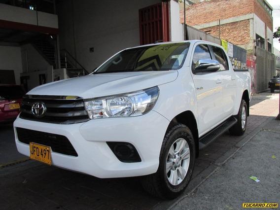 Toyota Hilux 2.4 Mt