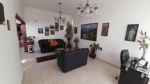 Casa En Venta En Barquisimeto Centro, Al 20-3895