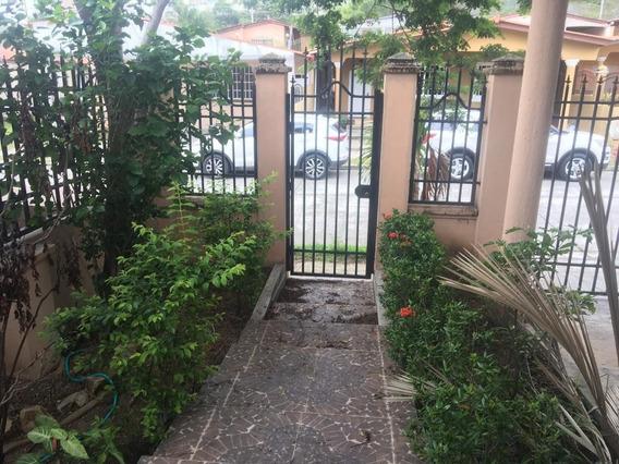 Casa En Alquiler En Brisas Del Golf 20-2275hel**