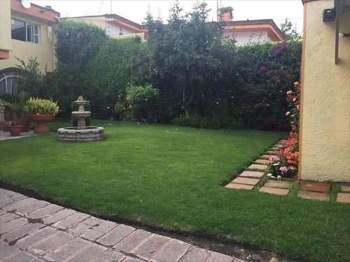 Espectacular Residencia Con Jardín,alberca Techada Y Oficina