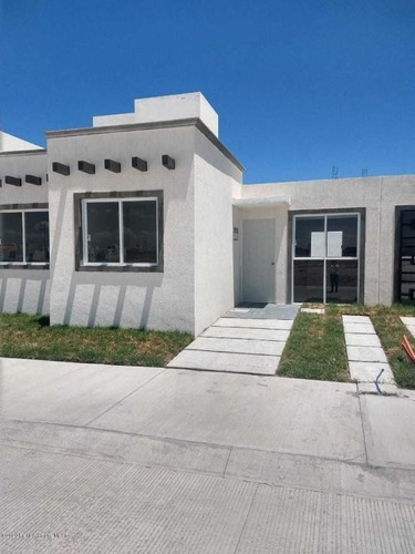 Casa En Venta En La Lira, Pedro Escobedo, Rah-mx-20-2711