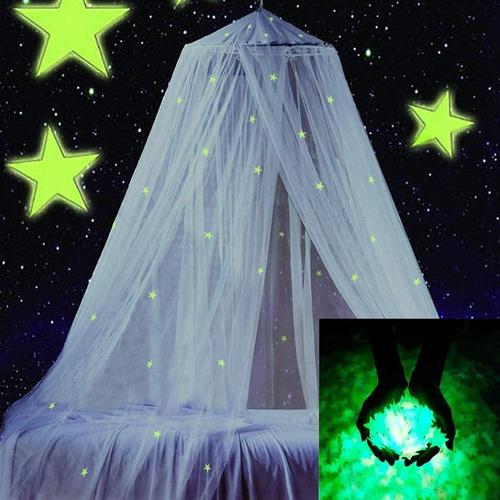 Gran Dosel De La Cama Con Brillantes Estrellas Fluoresc...
