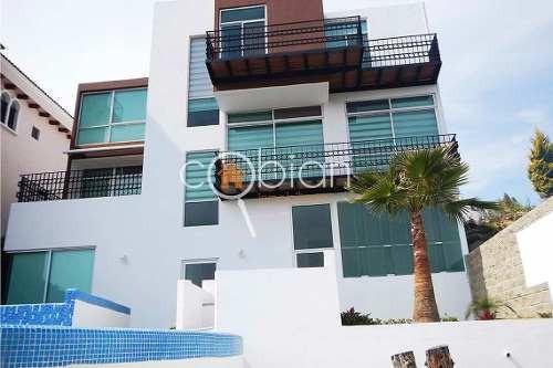 Residencia Con Alberca En Fracc. Exclusivo Zona La Calera