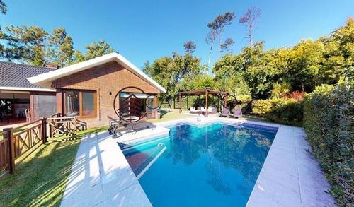 Hermosa Casa En Alquiler Anual. A Pasos Del Mar Y Muy Cerca De Playa Mansa.- Ref: 1330