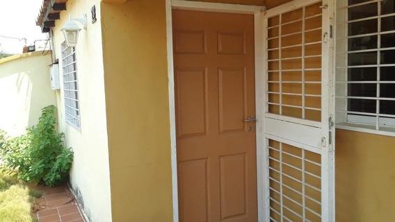 Casa En Alquiler Cabudare 20 17824 J&m 04121531221