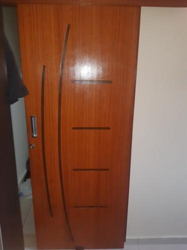 Imagem 1 de 4 de Limpeza E Acabamento De Portas E Objetos De Madeira
