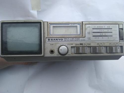 Mini Tv E Rádio Am/fm Quartz Clock Sanyo Para Colecionadores