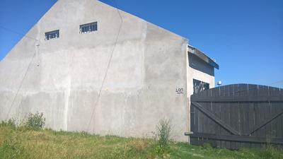 Casa 3 Ambientes, Altillo, Baño, Cocina Y Jardin. Zona Sur