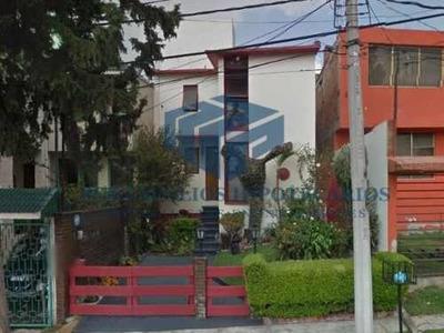 Bonita Casa Con Estudio Y 3 Recamaras En Villas De La Hda