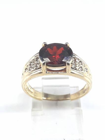 Anel Semi Jóia Com Pedra Oval Vermelha Folheada À Ouro 18k.