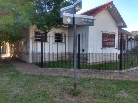 Venta De Chalet De 4 Ambientes En Castelar.