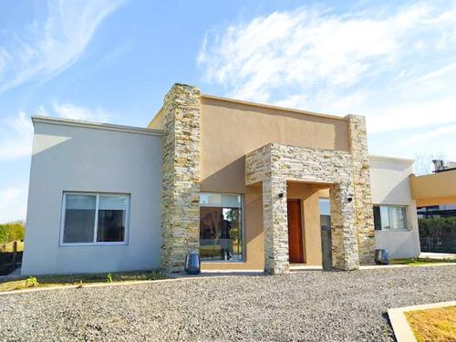 Imagen 1 de 14 de Casa En Chacras De La Reserva 3 Habitacion Con Pileta