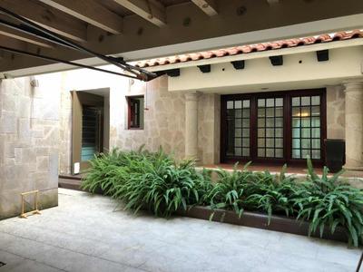 Casa Habitación, Despacho, Chimenea, Aire Acondicionado