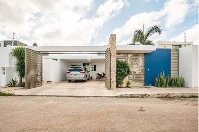 Preciosa Casa En Conkal (no Esta En Privada) 13x50 Acabados De Lujo, Da A Dos Calles