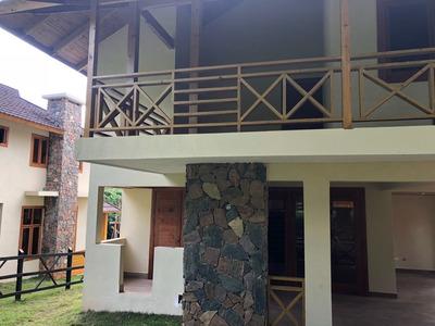 Gran Oportunidad Villa De 2 Niveles Zona Exclusiva De Villas