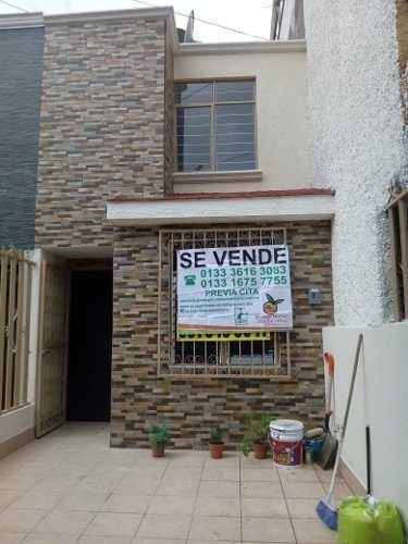 Bonita Casa Recién Remodelada En Jardines Santa Isabel