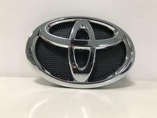 Insignia Emblema Frontal Toyota Hilux 2016 - 2019 Original