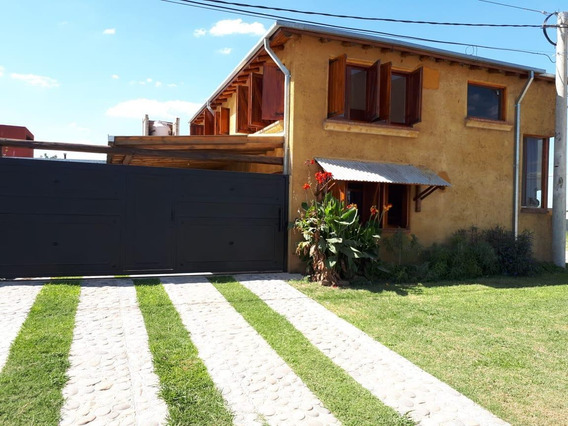Casa 4 Dormitorios, 3 Baños, Cochera 2 Autos, Pileta
