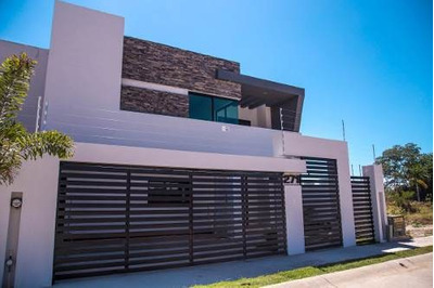 Residencia En Fraccionamiento Fluvial Vallarta.