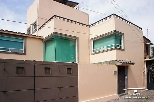 Maravillosa Casa En Calle Cda. Con Vigilancia, Cav-4047